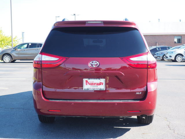 Pre-Owned 2015 Toyota Sienna XLE Premium